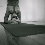 headstand-yoga-stretchmarks